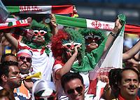 FUSSBALL WM 2014  VORRUNDE    GRUPPE F     Argentinien - Iran                         21.06.2014 Iranische Fans feiern vor dem Spielt