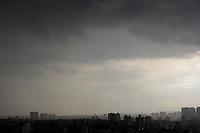 SAO PAULO, SP, 06 DEZEMBRO 2012. NUVENS CARREGADAS SAO PAULO. Nuvens carregadas sobre a regiao sul de São Paulo no final da tarde dessa Quinta-feira (6). FOTO: MILENE CARDOSO - BRAZIL PHOTO PRESS