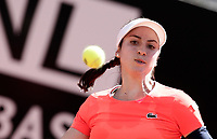 La tennista statunitense Christina McHale in azione nel corso degli Internazionali d'Italia di tennis a Roma, 15 maggio 2017.<br />