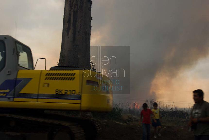 Burning a sugar cane field in Escuintla, Guatemala on Wednesday, March 20, 2007.