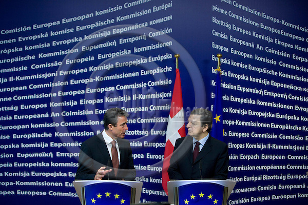 BRUSSELS - BELGIUM - 19 FEBRUARY 2008 -- Denmark ' s PM Anders FOGH RASMUSSEN (Le) and European Commission President Jose Manuel BARROSO during a news conference at the EC headquarters in Brussels   Photo: Erik Luntang/EUP-IMAGES/