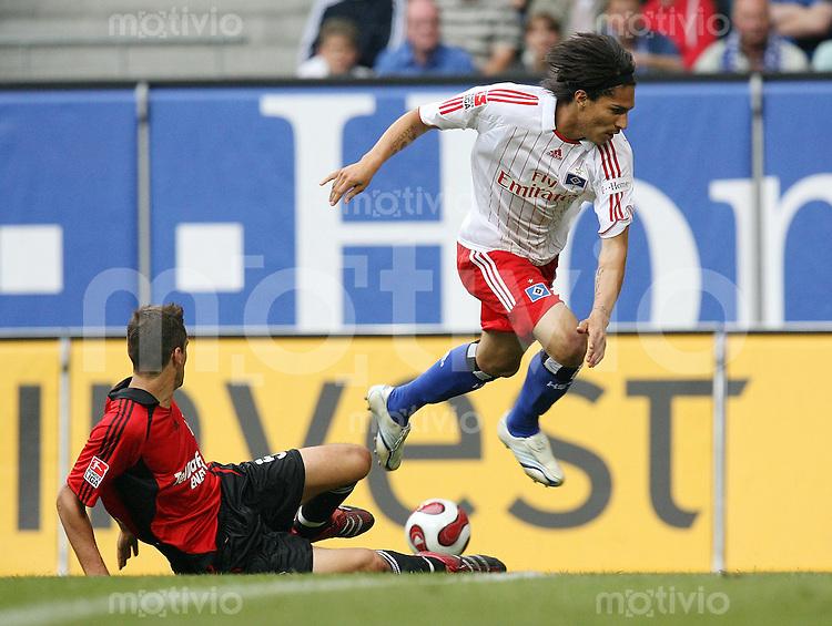 FUSSBALL  1. BUNDESLIGA  SAISON 2007/2008  2. SPIELTAG Hamburger SV - Bayer 04 Leverkusen   Paolo GUERRERO (re, Hamburg) gegen Manuel FREIDRICH (li, Leverkusen)