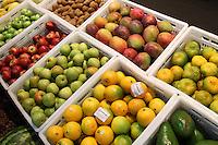 CURITIBA, PR, 08.05.2014 -  HORTIFRUTI 2014 / CURITIBA -  Frutas e Verduas  da central de Abastecimento Ceasa em Curitiba na manha dessa quinta-feira (08). Foto: Paulo Lisboa / Brazil Photo Press)