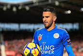 4th November 2017, bet365 Stadium, Stoke-on-Trent, England; EPL Premier League football, Stoke City versus Leicester City; Riyad Mahrez of Leicester City moves to take a corner kick