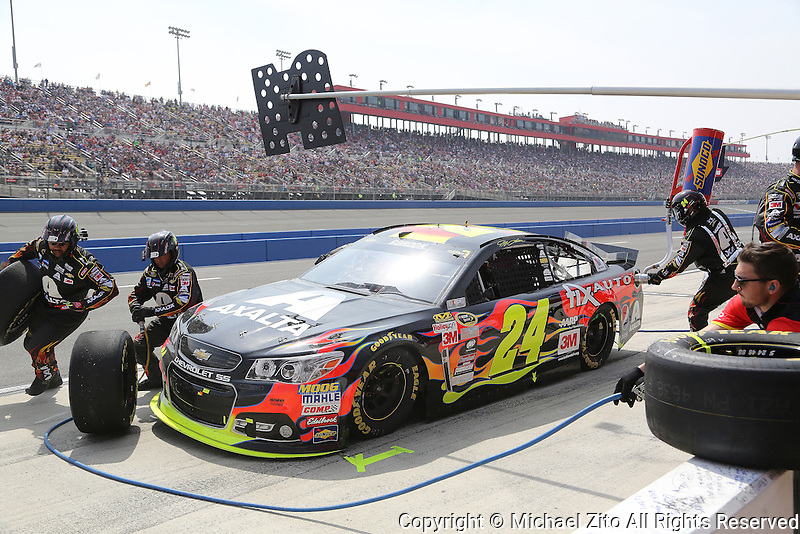 03/22/15 Auto Club 400 Jeff Gordon comes in for a pit stop