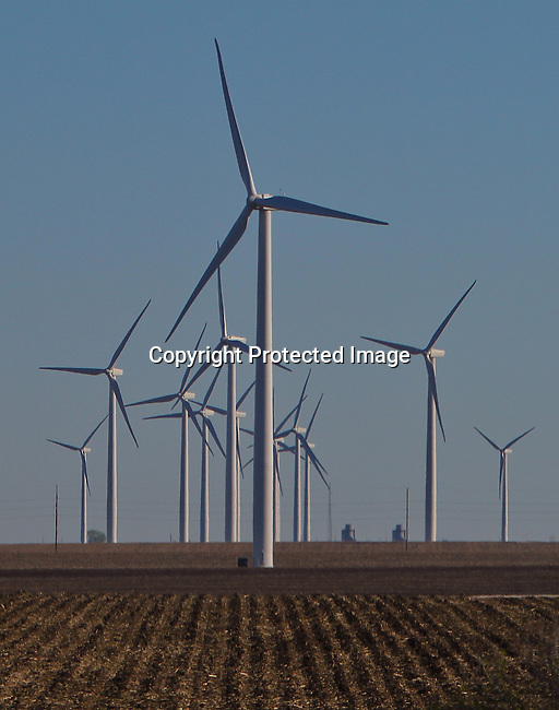 Wind turbines on the farmland and plains of Minnesota. SUZLON<br /> Jimurquhart/straylighteffect.com