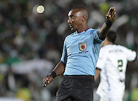 BOGOTÁ -COLOMBIA, 01-09-2014. Gustavo Murillo, árbitro, durante el partido entre La Equidad y Atlético Nacional por la fecha 7 de la Liga Postobón II 2014 jugado en el estadio Nemesio Camacho El Campin de la ciudad de Bogotá./ Gustavo Murillo, referee, during the match between La Equidad and Atletico Nacional for the 7th date of the Postobon League II 2014 played atNemesio Camacho El Campin stadium in Bogotá city. Photo: VizzorImage/ Gabriel Aponte / Staff
