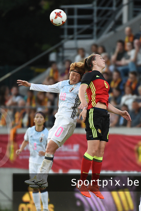 20170613 - LEUVEN ,  BELGIUM : Belgian Tine De Caigny (R) and Japanese mizuho Sakaguchi (L) pictured during the female soccer game between the Belgian Red Flames and Japan , a friendly game before the European Championship in The Netherlands 2017  , Tuesday 13 th Juin 2017 at Stadion Den Dreef  in Leuven , Belgium. PHOTO SPORTPIX.BE | DIRK VUYLSTEKE