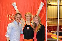 TURNEN: HEERENVEEN: Sportstad Heerenveen, 26-04-2013, onthulling Epke Zonderland zijn wassenbeeld voor het Madame Tussauds Museum in Amsterdam, op de foto samen met zijn vriendin Linda Steen, ©foto Martin de Jong