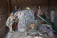 Bonefro: statue lignee della chiesa di Bonefro in un deposito in attesa che i lavori di ristrutturazione della chiesa, iniziati e poi sospesi, terminino