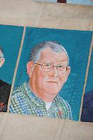 CULTUUR: GOINGARIJP: 04-05-2015, Fok SKS Skûtsjes en portretten van de schippers geschilderd door oud skûtsjeschipper Anne Tjerkstra, oud voorzitter Jac Cramer, ©foto Martin de Jong