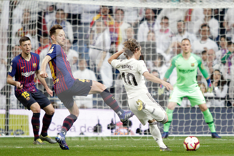 Real Madrid CF's Luka Modric and FC Barcelona's Clement Lenglet (L), Ivan Rakitic during La Liga match. March 02,2019. (ALTERPHOTOS/Alconada)