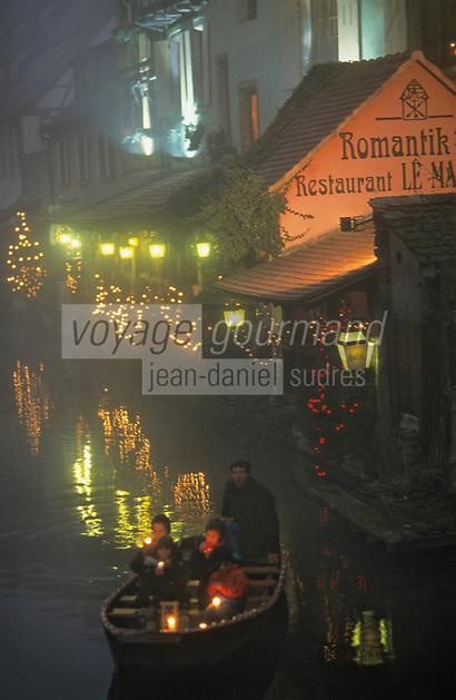 Europe/France/Alsace/68/Haut-Rhin/Colmar: Noël à Colmar - Barque sur la petite Venise et maisons décorées pour Noël