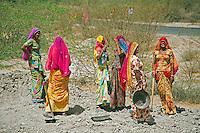 Women in the Thar desert, Rajasthan, India
