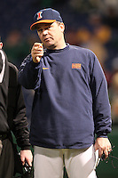 February 27, 2010:  Head Coach Dan Hartleb of the Illinois Fighting Illini during the Big East/Big 10 Challenge at Bright House Field in Clearwater, FL.  Photo By Mike Janes/Four Seam Images
