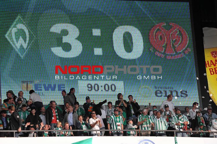 FBL 09/10  07. Spieltag Hinrunde / Weser Stadion<br /> Werder Bremen - Mainz05 3:0<br /> <br /> Feature - Anzeigentafel Endergebnis 3:0 <br /> <br /> Foto &copy; nph ( nordphoto )