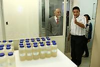 O governador Simão Jatene visitou na manhã desta segunda-feira (21), o Instituto Evandro Chagas, em Ananindeua, onde foi recebido pela diretora Elizabeth Santos.<br /> <br /> FOTO: CRISTINO MARTINS/AG. PARÁ<br /> DATA: 21-02-2011<br /> ANANINDEUA-PARÁ