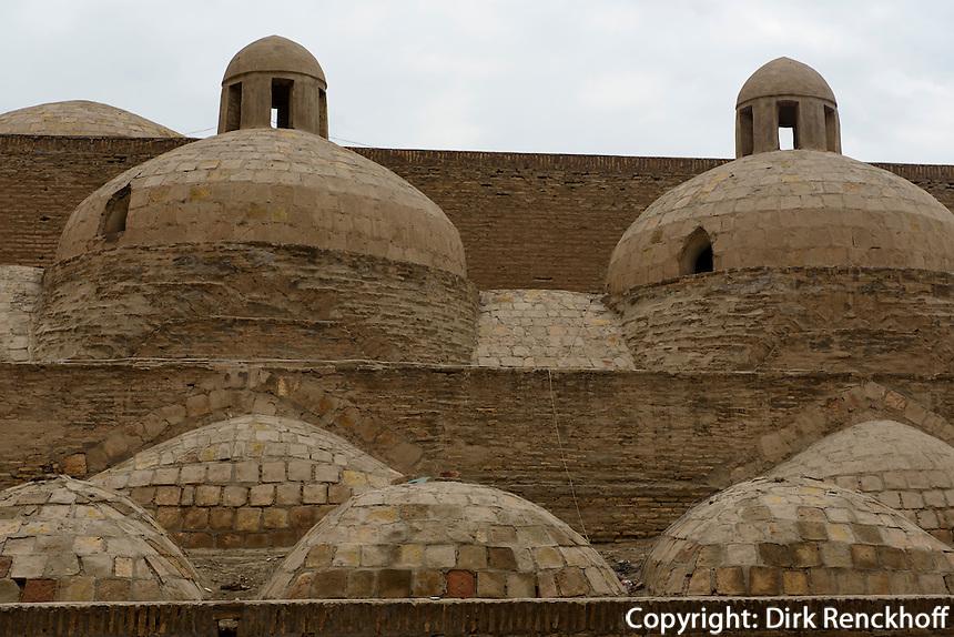 Kuppeln des Hamam in der Altstadt Ichan Qala, Chiwa, Usbekistan, Asien, UNESCO-Weltkulturerbe<br /> domes of the hamam in the  hitoric city Ichan Qala, Chiwa, Uzbekistan, Asia, UNESCO heritage site