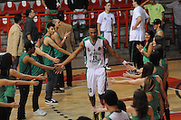 MEDELLÍN -COLOMBIA-04-10-2013. Aspecto del partido entre Academia de la Montaña y Halcones de Cúcuta válido por la fecha 23 de la Liga DirecTV de Baloncesto 2013-II de Colombia realizado en el coliseo de la Universidad de Medellín./ Aspect of match between Academia de la Montaña and Halcones de Cucuta valid for the 23th date of DirecTV Basketball League 2013-II in Colombia played at Universidad de Medellin coliseum.  Photo:VizzorImage/Luis Ríos/STR