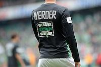 FUSSBALL   1. BUNDESLIGA   SAISON 2012/2013    33. SPIELTAG SV Werder Bremen - Eintracht Frankfurt                   11.05.2013 Aufwaermtrikot mit der Aufschrift WERDER braucht BREMEN braucht WERDER