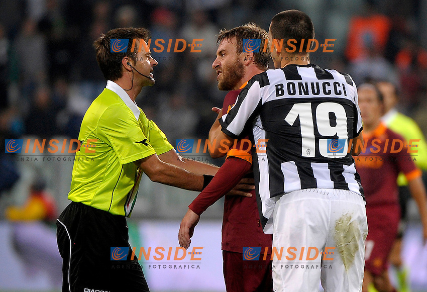 De Rossi protesta con Rizzoli .Torino 29/9/2012 Juventus Stadium Torino.Football Calcio 2012/2013 Serie A.Juventus vs Roma.Foto Federico Tardito Insidefoto.