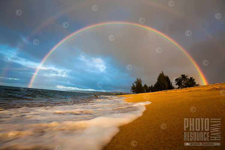 Double rainbow over Waialua Beach, North Shore, O'ahu.