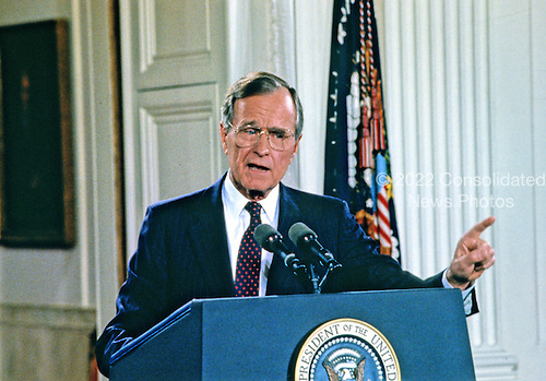 United States President George H.W. Bush holds a press conference in the East Room of the White House in Washington, DC on June 4, 1992.  In his opening remarks the President discussed the budget deficit and advocated for a balanced budget amendment to the US Constitution.<br /> Credit: Ron Sachs / CNP