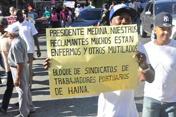 Trabajadores portuarios de Haina durante una protesta p&aacute;cifica frente al Palacio Nacional, en demanda del pago de sus prestaciones laborales.<br /> Fotos: Carmen Su&aacute;rez/Acento.com.do<br /> 21/11/2013