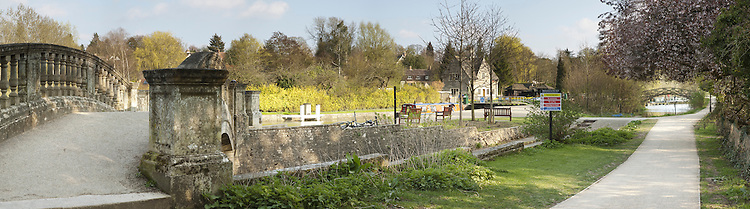 River Thames at Iffley Lock near Oxford, Uk