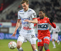 KV KORTRIJK - SV ZULTE WAREGEM :<br /> Johan Laedre Bjordal (L) schermt de bal af voor Abdul Ajagun (R)<br /> <br /> Foto VDB / Bart Vandenbroucke