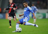 FUSSBALL   CHAMPIONS LEAGUE   SAISON 2011/2012   GRUPPENPHASE Bayer 04 Leverkusen - FC Chelsea    23.11.2011 Florent Malouda (Chelsea) Einzelaktion am Ball
