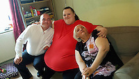 Pictured: Georgia Davis (C) with her mum Lesley (R) and unknown man.<br />