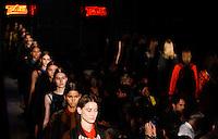 SAO PAULO, SP, 20 DE JANEIRO 2012 - SPFW  - DESFILE TRITON - Desfile da grife Triton na São Paulo Fashion Week 2012, no prédio da Bienal, no Parque do Ibirapuera, na zona sul de São Paulo, nesta sexta-feira, 20. (FOTO: VANESSA CARVALHO - NEWS FREE).