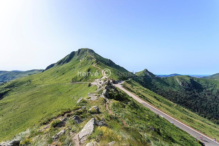 France, Cantal (15), le Puy Mary et le Pas de Peyrol devant // France, Cantal, the Puy Mary and the Pas de Peyrol (pass)