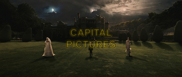 KIRSTEN DUNST & CHARLOTTE GAINSBOURG.in Melancholia.*Filmstill - Editorial Use Only*.CAP/FB.Supplied by Capital Pictures.