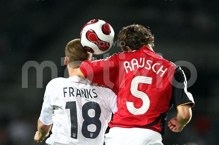 12. FIFA U17 Weltmeisterschaft in Korea    Viertelfinale England - Deutschland England vs. Germany Jonathan FRANKS (li, ENG) im Zweikampf mit Konstantin RAUSCH (re, GER).