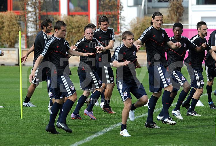 Fussball 1. Bundesliga:  Saison   2009/2010    Training beim FC Bayern Muenchen   20.04.2010 Franck Ribery, Mario Gomez (v. li., FCB)
