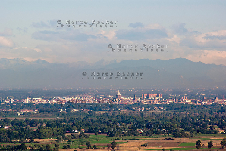 Veduta su Pavia e la Pianura Padana dall'Oltrepò Pavese --- View over Pavia and the Padan Plain from the Oltrepò Pavese