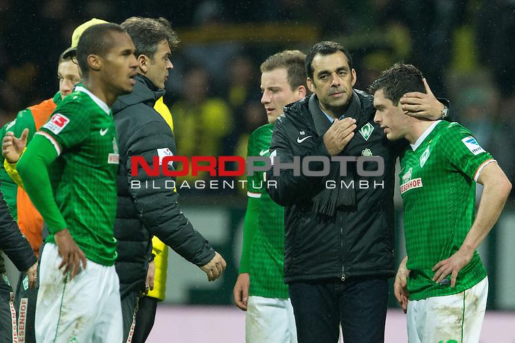 08.02.2014, Weser Stadion, Bremen, GER, 1.FBL, Werder Bremen vs Borussia Dortmund, im Bild<br /> Theodor Gebre Selassie (Bremen #23)<br /> Philipp Bargfrede (Bremen #44)<br /> Damir Buric (Co-Trainer Werder Bremen)<br /> Robin Dutt (Trainer Werder Bremen)<br /> Zlatko Junuzovic (Bremen #16)<br /> <br /> Entaeuschung, NIederlage, gestik, Mimik,<br /> Foto &copy; nordphoto / Kokenge