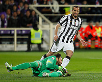 Calcio, Coppa Italia: semifinale di ritorno Fiorentina vs Juventus. Firenze, stadio Artemio Franchi, 7 aprile 2015. <br /> Juventus' goalkeeper Marco Storari, left, grabs the ball past his teammate Giorgio Chiellini, during the Italian Cup semifinal second leg football match between Fiorentina and Juventus at Florence's Artemio Franchi stadium, 7 April 2015.<br /> UPDATE IMAGES PRESS/Isabella Bonotto