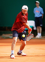 17-4-06, Monaco, Tennis,Master Series, Pashanski in action against LLodra