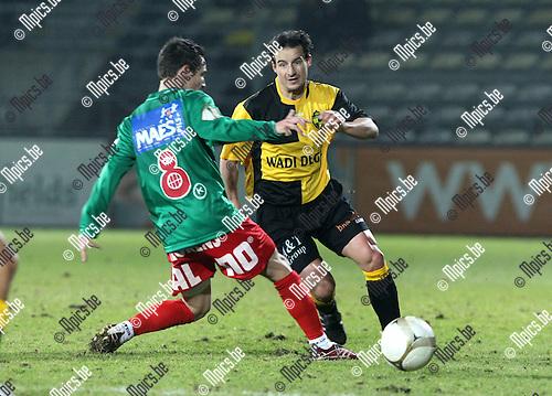 2010-02-03 / Voetbal / seizoen 2009-2010 / SK Lierse - Oostende / Garry De Graef (r, Lierse) met Chendri..Foto: mpics