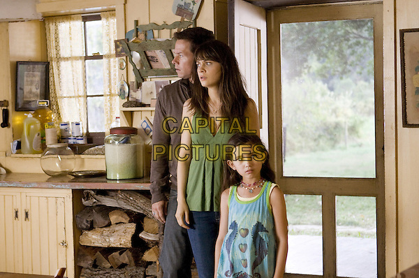 MARK WAHLBERG, ZOOEY DESCHANEL & ASHLYN SANCHEZ.in The Happening  .*Filmstill - Editorial Use Only*.CAP/FB.Supplied by Capital Pictures.
