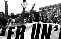 Genova 19 Luglio 2001.G8.La manifestazione dei migranti