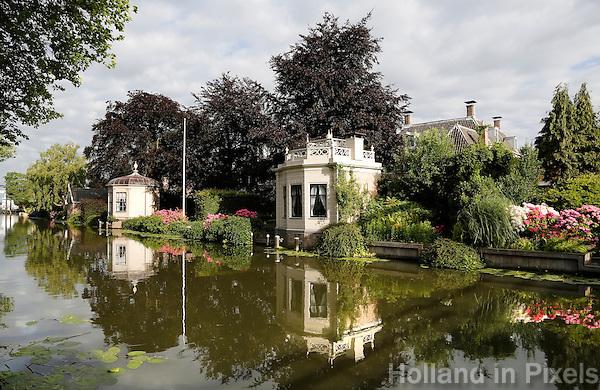 Nederland Edam 2015 07 22 .  Huizen met theekoepels aan het water