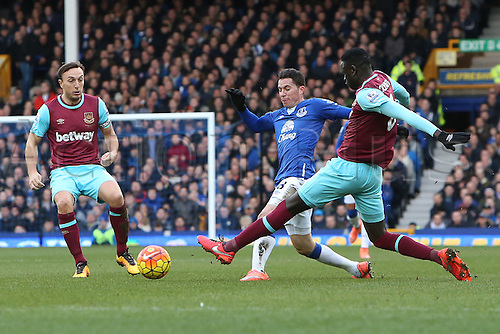 05.03.2016. Goodison Park, Liverpool, England. Barclays Premier League. Everton versus West Ham. Cheikhou Kouyate of West Ham United tackles Bryan Oviedo of Everton