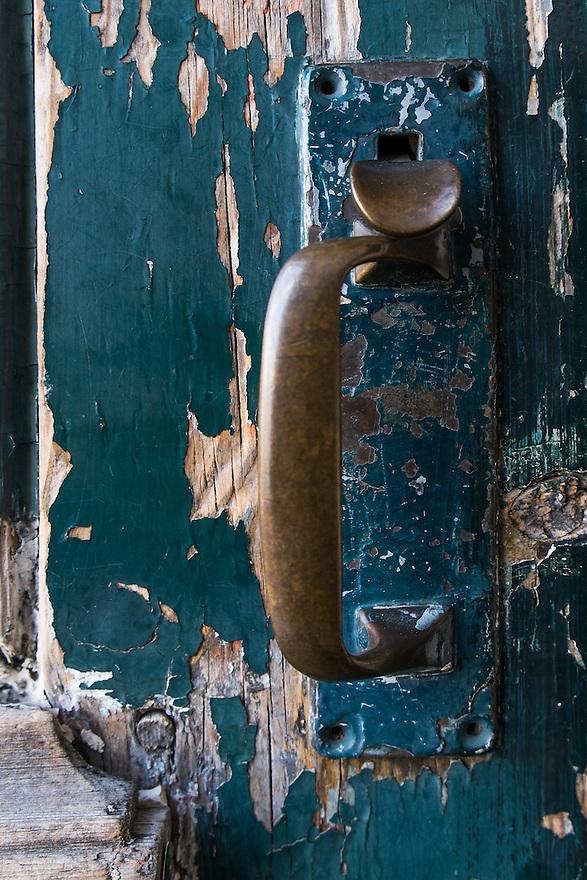 Nederland, Rotterdam, 9 juni 2013<br /> Oude deur met oud beslag <br /> Foto(c): Michiel Wijnbergh