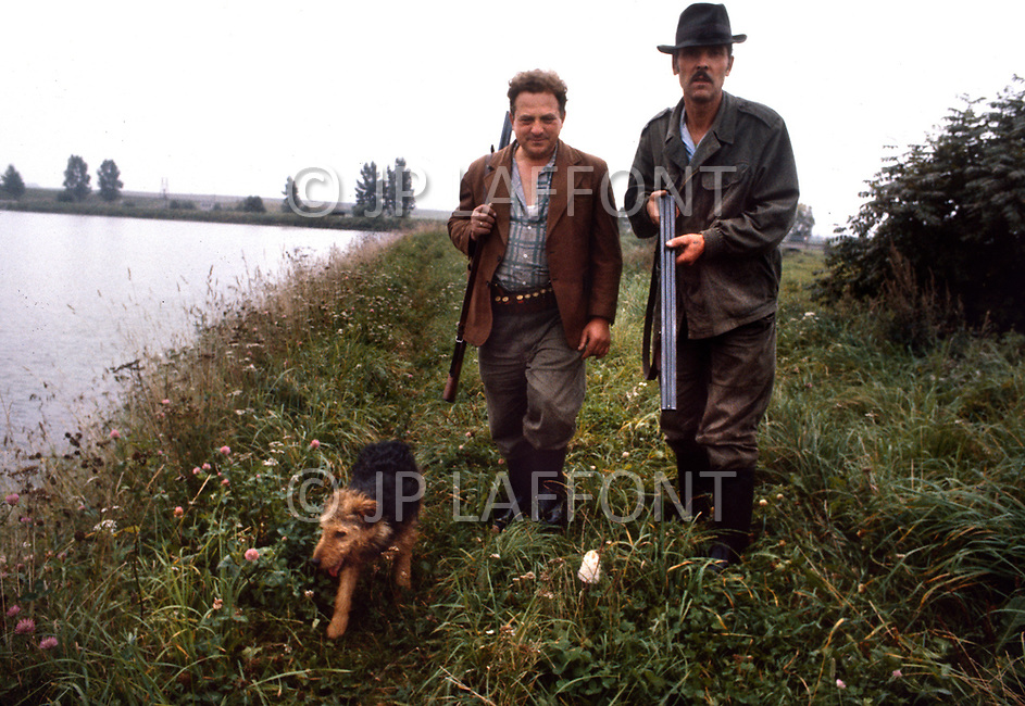 Poland, September, 1981 - Farmers in the Kolno region. Many crops grow well in the rich soil of Poland, however the Poles rarely enjoy a bountiful harvest. The USSR appropriates most of the crops and send them to other areas, leaving only meager rations behind for Polish farmers.<br /> Pologne, septembre 1981 &ndash; Les fermiers de la r&eacute;gion de Kolno. Les r&eacute;coltes sont g&eacute;n&eacute;reuses, le sol polonais est fertile et le climat cl&eacute;ment. Mais l&rsquo;URSS redirige ces biens vers d&rsquo;autres directions ne laissant que de maigres stocks &agrave; la population locale. M&ecirc;me chose pour le lait et la viande.