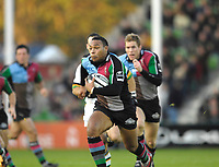 Twickenham. GREAT BRITAIN, Quins's, Jorden TURNER-HALL running with the ball,  during the, Guinness Premiership game between, NEC Harlequins and Northamption Saints, on Sat., 04/11/2006, played at the Twickenham Stoop, England. Photo, Peter Spurrier/Intersport-images].....