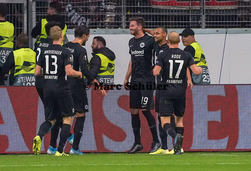 celebrate the goal, Torjubel zum 1:0 um David Abraham (Eintracht Frankfurt) mit Djibril Sow (Eintracht Frankfurt) - 24.10.2019:  Eintracht Frankfurt vs. Standard Lüttich, UEFA Europa League, Gruppenphase, Commerzbank Arena<br /> DISCLAIMER: DFL regulations prohibit any use of photographs as image sequences and/or quasi-video.